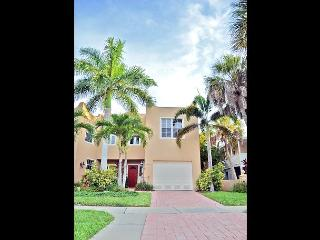 Siesta Key Village townhouse with pool and walking distance to beaches - Siesta Key vacation rentals