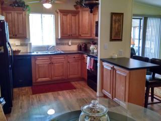Newly Remodeled Historic Village Prop w/Cart - Lady Lake vacation rentals