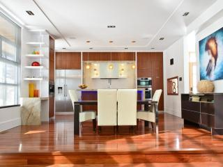 Luxury Designer Home Away From Home - Mississauga vacation rentals