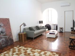 Charming 3 bedrooms apt in Copacabana - Close from the beach and shoppings - Copacabana vacation rentals