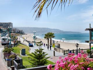 4 blocks to the beach, 3 BR with BBQ - Redondo Beach vacation rentals