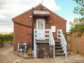 THE GRANARY, open plan, courtyard, pet-friendly, off road parking, nr - Driffield vacation rentals