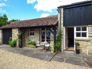 THE COACH HOUSE, pretty cottage with patio, cosy, close walks, Bristol and Bath, Bitton Ref 927844 - Bitton vacation rentals