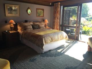 Hibiscus suite at Matua Lodge Luxury B&B Tauranga - Tauranga vacation rentals