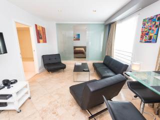 Art Deco apartment on Ocean Drive in South Beach - Miami Beach vacation rentals
