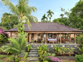 Perfect Villa with Deck and Internet Access - Lovina vacation rentals