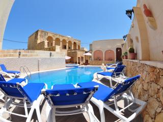 Bright 6 bedroom Zebbug House with Internet Access - Zebbug vacation rentals