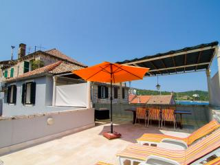 4 bedroom House with Internet Access in Vis - Vis vacation rentals