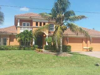 Beautiful 3 bedroom, screened & heated pool - Cape Coral vacation rentals