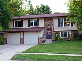 Jasmine House - Attractive home in a great neighborhood 2 Miles from Downtown Rochester and Mayo Cli - Rochester vacation rentals