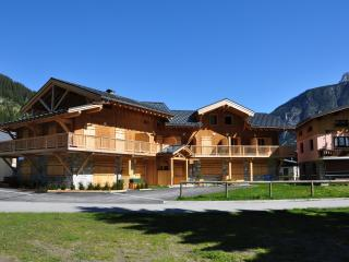 Charming Apartment with Dishwasher and Short Breaks Allowed - Pralognan-la-Vanoise vacation rentals