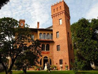Romantic 1 bedroom Castle in Borgomanero - Borgomanero vacation rentals