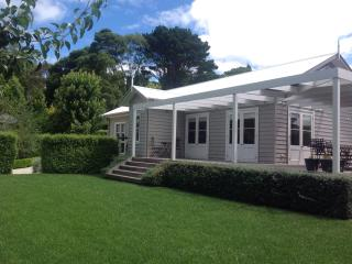 Beautiful House with Grill and Balcony - Burrawang vacation rentals