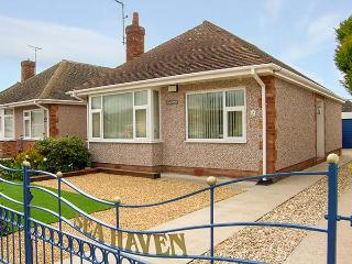 SEA HAVEN, single storey, close to beach and amenities, conservatory, garden, in Prestatyn Ref 15127 - Prestatyn vacation rentals