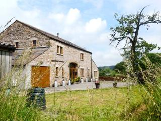 KIRKSTEADS BARN, stone built barn conversion, with open plan living area, off road parking, and garden, in Ingleton, Ref 15149 - Ingleton vacation rentals