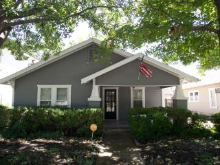 TCU Cottage 4bedrooms/2bath sleeps8 - Fort Worth vacation rentals