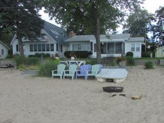 Beautiful House with A/C and Deck - Tawas City vacation rentals