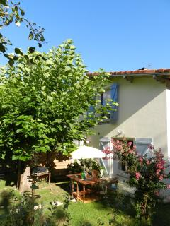 Lovely 2 bedroom Gite in Saint Sever with Internet Access - Saint Sever vacation rentals