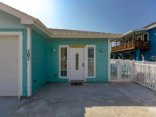 Island Time 101, Pool, Close to Beach, WiFi, - Port Aransas vacation rentals