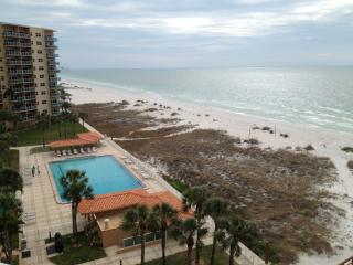 Beautiful Clearwater Beach 1Br Condo facing gulf - Clearwater vacation rentals