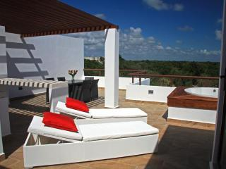 Your TAO Inspired Lifestyle - PENTHOUSE  w/ Jetted Tub - Akumal vacation rentals