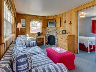 Sweet, dog-friendly beach apartment - close to the surf! - Cannon Beach vacation rentals