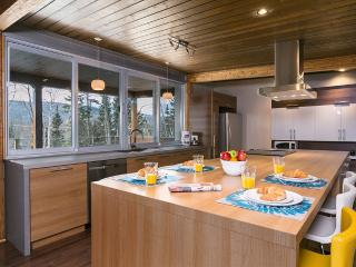4 bedroom Chalet with Internet Access in Petite-Riviere-Saint-Francois - Petite-Riviere-Saint-Francois vacation rentals