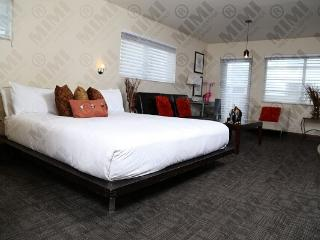 Nice & cozy Deluxe Jr Suite w/ Balcony on Ocean Dr - Miami Beach vacation rentals