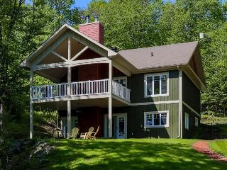 Nice Cottage with Deck and Internet Access - Coaticook vacation rentals