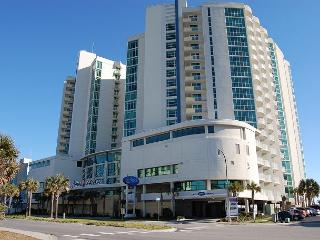 3 bedroom, 3 bathroom oceanfront condo, great resort - North Myrtle Beach vacation rentals