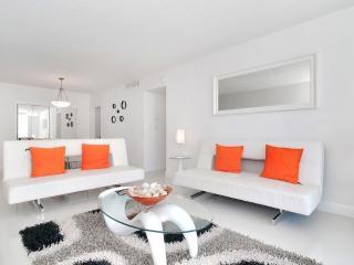 Romantic 1 bedroom Bay Harbor Islands Apartment with Internet Access - Bay Harbor Islands vacation rentals