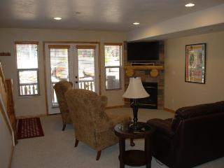 Deluxe three bedroom condo - Eden vacation rentals