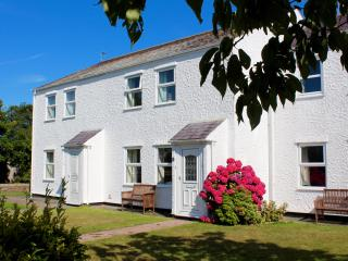 Bright 3 bedroom Moelfre Cottage with Internet Access - Moelfre vacation rentals
