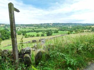 THE TACK ROOM COTTAGE, country location with charming views, character features, en-suite, in Ashover, Ref. 927577 - Ashover vacation rentals