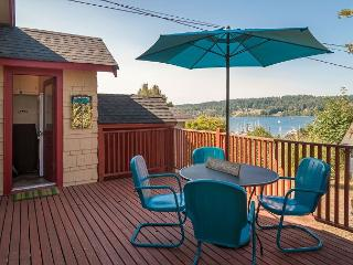 2BR Bay View Bungalow in Poulsbo – Walk to Quaint Downtown - Poulsbo vacation rentals