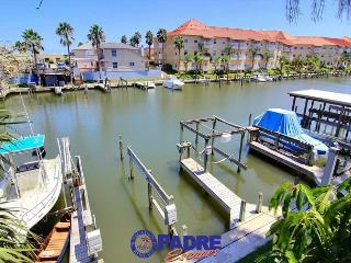 Waterfront condo with boat slip & close to Schlitterbahn! - Corpus Christi vacation rentals