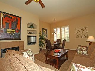 An Upstairs One Bedroom with a King Bed Just Steps from the Pool and Hot Tub! - La Quinta vacation rentals