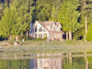 Bright 3 bedroom House in Courtenay with Deck - Courtenay vacation rentals