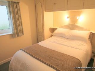 Little Fern, Lynton - Apartment in Lynton, easy walking distance to shops, restaurants; sleeps 2 - Lynton vacation rentals
