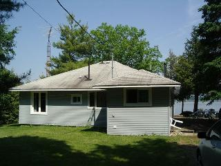 Panoramic view,3 bedroom waterfront cottage - Smiths Falls vacation rentals