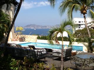 Beautiful House with Deck and Internet Access - Acapulco vacation rentals