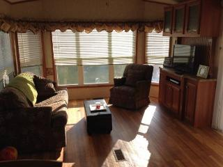 Nice 2 bedroom Cottage in Campbellford with Deck - Campbellford vacation rentals