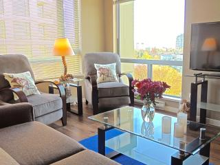 Victoria Southside Suite - Sunny 1 Bed + Den - Victoria vacation rentals