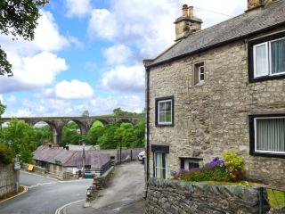 BELL HORSE COTTAGE, semi-detached cottage, over three floors, woodburning stove, parking, in Ingleton, Ref 20272 - Ingleton vacation rentals