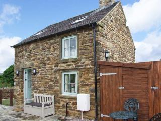 OLD SCHOOL HOUSE, pet-friendly, woodburner, bike storage, near Longnor, Ref. 925742 - Longnor vacation rentals