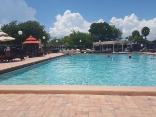 clean, comfy,and close 2 sea! $600/wk (2wk min) - Hallandale vacation rentals