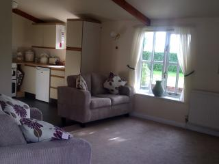 Comfortable Cottage with Internet Access and Satellite Or Cable TV - Monk Soahm vacation rentals