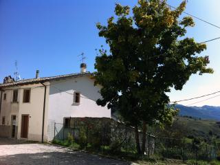Casa Vacanze Roccacinquemiglia (5 km da Roccaraso) - Castel di Sangro vacation rentals