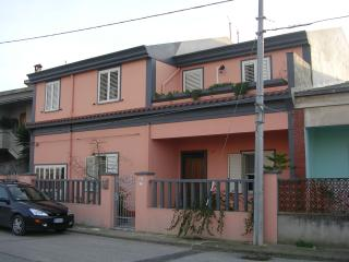 2 bedroom Townhouse with A/C in Cabras - Cabras vacation rentals