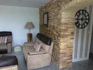3 bedroom Villa with Internet Access in Sainte-Cécile-les-Vignes - Sainte-Cécile-les-Vignes vacation rentals